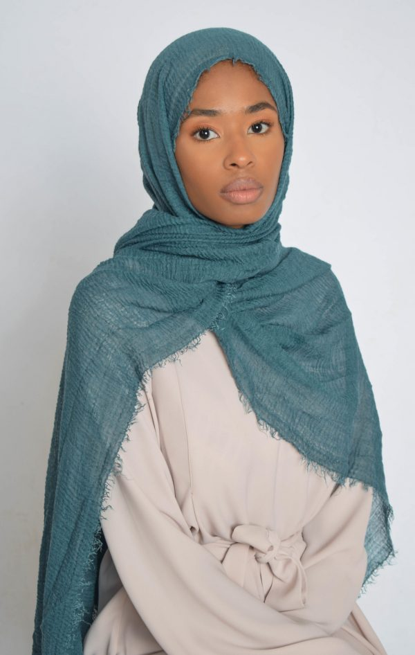 Dungeon Victor Turquoise Crinkle Hijab